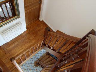 Escalier en bois noble